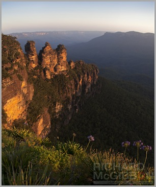 The last light of day hits the Three Sisters rock formation.